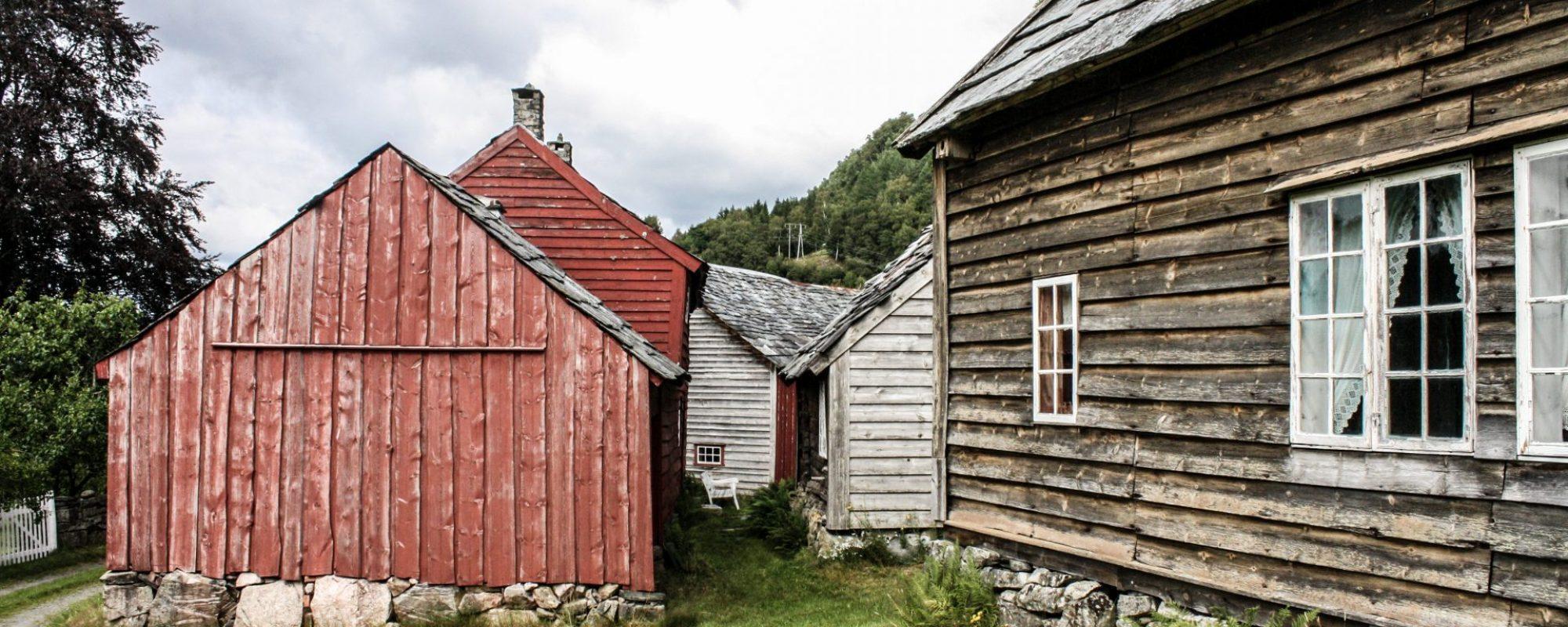 MUSEUM: Vigatunet er eit idyllisk museumstun frå 1821. (Foto: Morten Hetland)